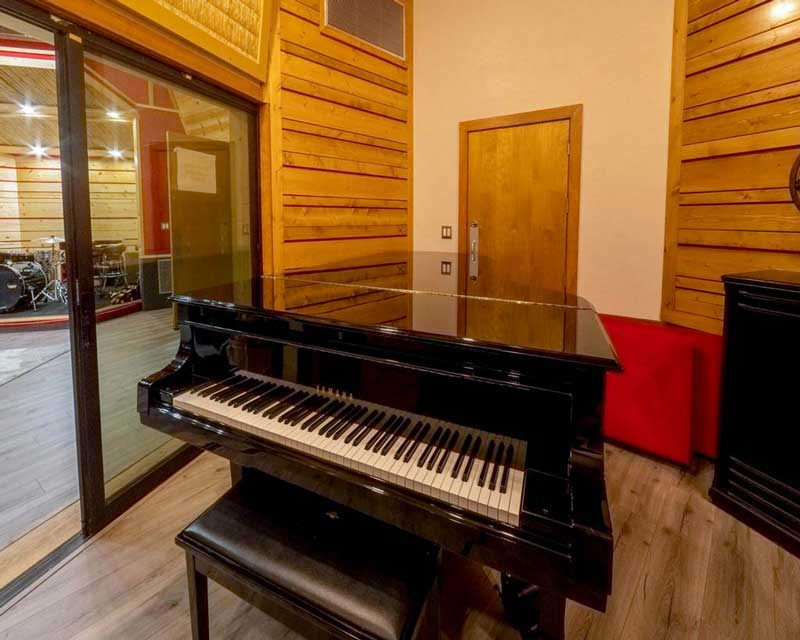 Piano / Acoustic Room